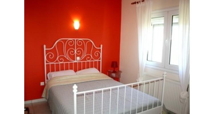 κρεβατοκάμαρα με διπλό κρεβάτι-1