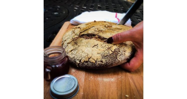 Fasolaki-accommodation-Skopelos-bread