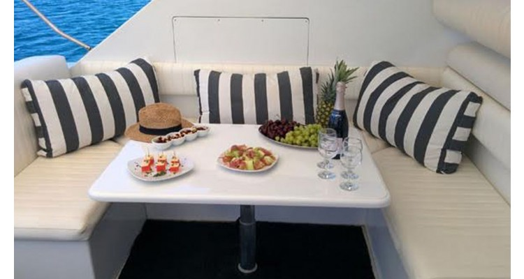 Prive Cruises-κατάστρωμα