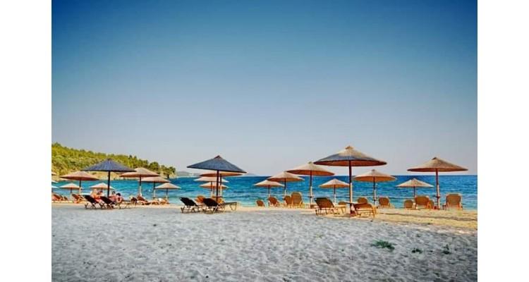 Las Bandidas-beach bar