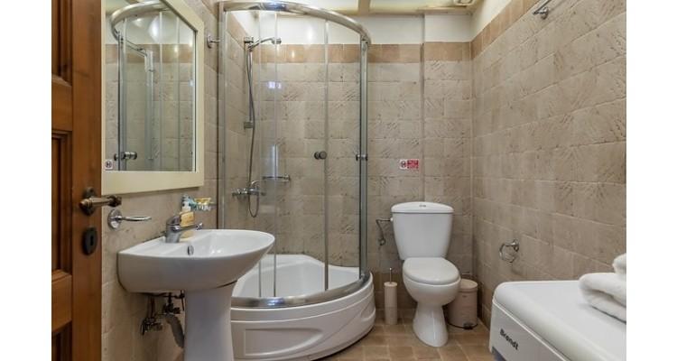 Fasolaki-accommodation-Skopelos-bathroom