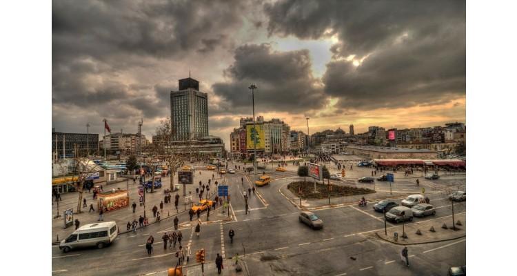 πλατεία Ταξίμ
