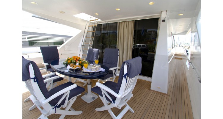 yacht-table