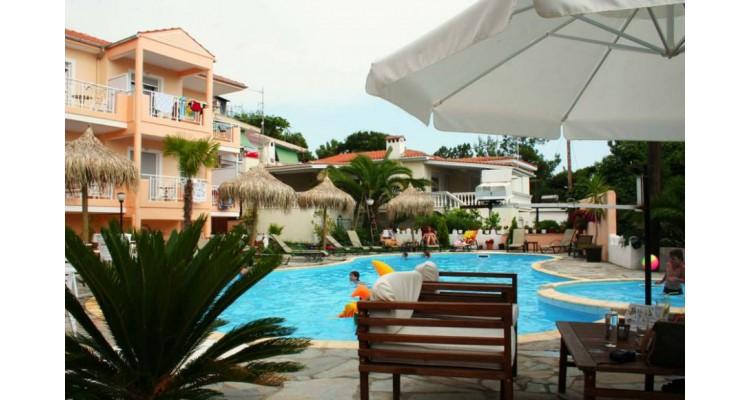 Ξενοδοχείο-Ποτός-πισίνα