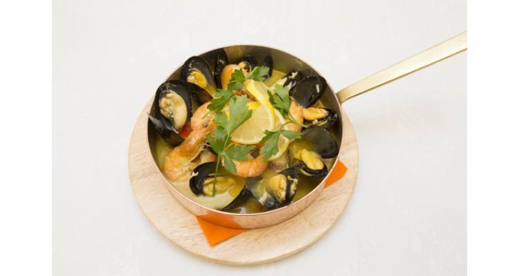 Maestros-mussels-saganaki