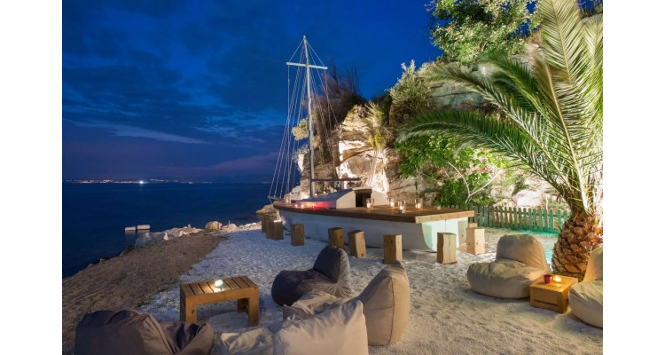 Karnagio Beach Bar