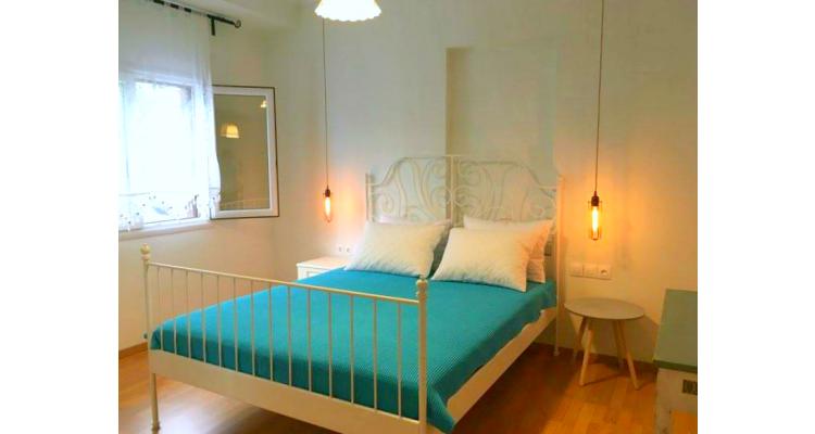 κρεβατοκάμαρα με διπλό κρεβάτι